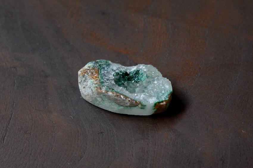ジェムシリカ・ドゥルージー【14】 天然石ルース・カボション (24.5×15.5mm)