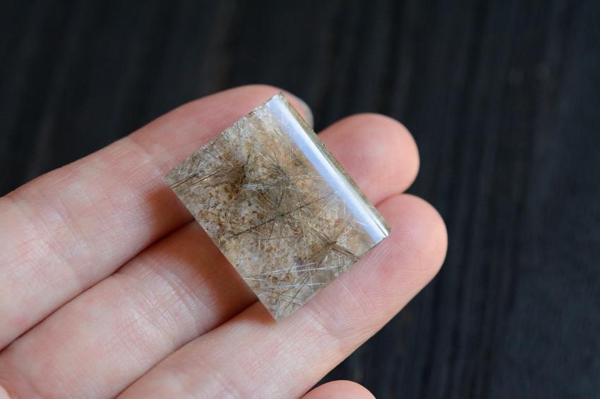 ガーデンルチルクォーツ【6】 天然石ルース・カボション(24×19mm)