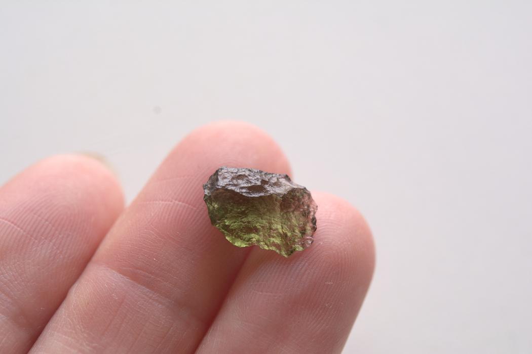 モルダバイト【6】 天然石ルース・カボション片面研磨(33×24.5mm)