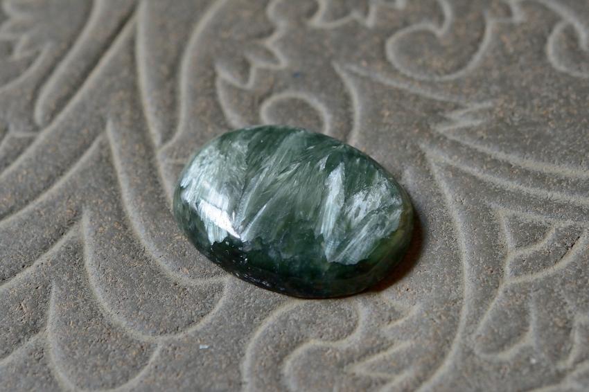 セラフィナイト【12】 天然石ルース・カボション(33×24.5mm)