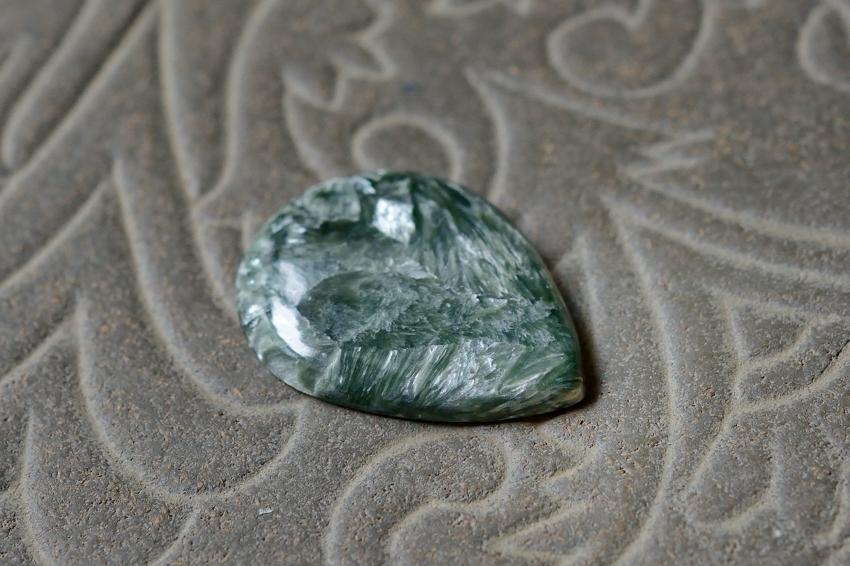 セラフィナイト【16】 天然石ルース・カボション(33×24.5mm)