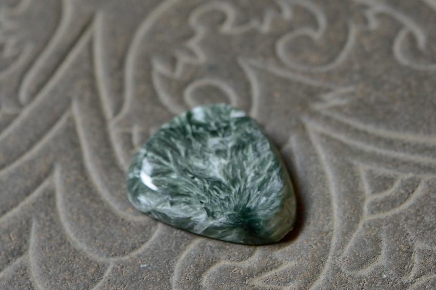 セラフィナイト【17】 天然石ルース・カボション(32.5×27mm)