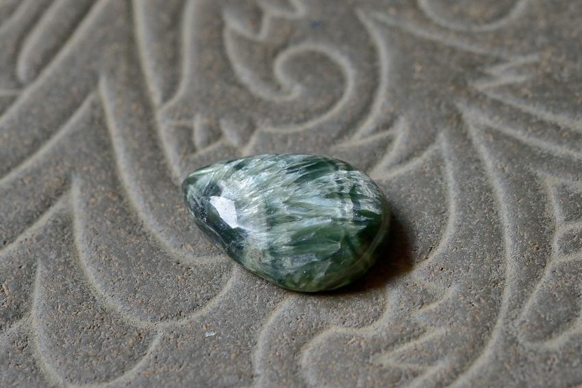 セラフィナイト【19】 天然石ルース・カボション(25×17mm)